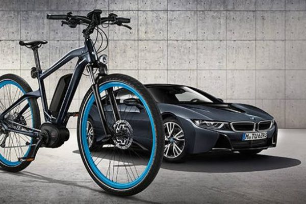 BMW Cruise E-Bike Limited Edition, acompañando al i8