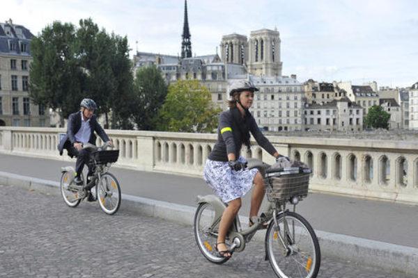 cruzar un paso de peatones con bicicleta eléctrica
