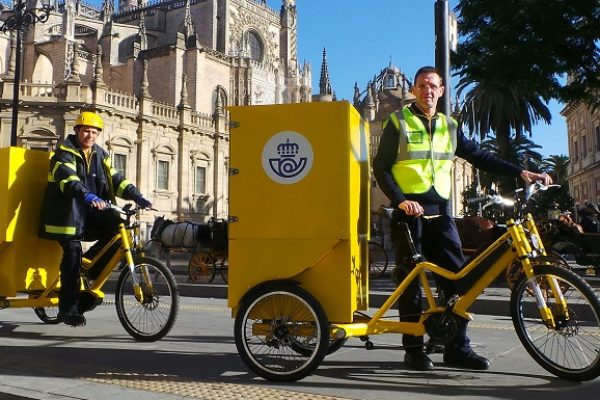 Correos prueba bicicletas eléctricas para sus entregas