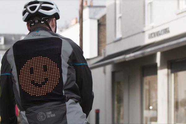 la chaqueta emoji de ford llega para prevenir accidentes entre ciclistas y conductores - electrobicis